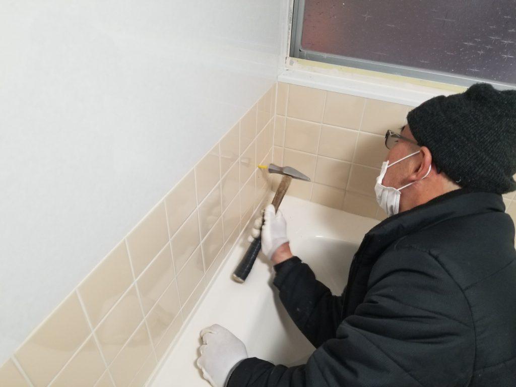 浴室介護用手すりの設置施工中